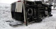 Автобус из Омска с 18 пассажирами опрокинулся в 20 км от Казахстана