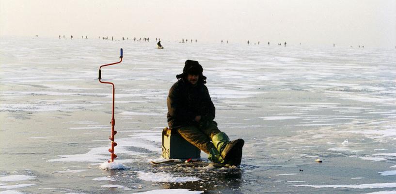 В Омске первый рыбак уплыл на льдине