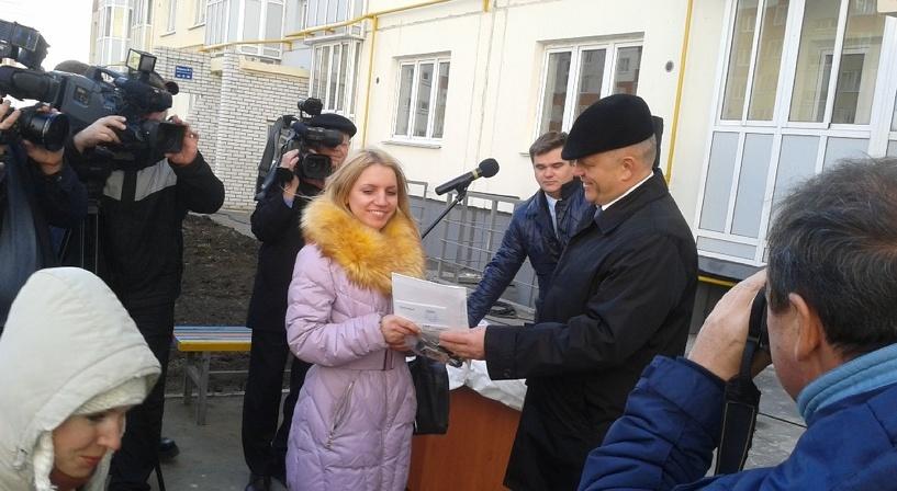 В канун Нового года 200 омских сирот отметили новоселье