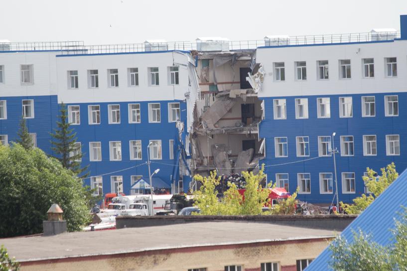 Один из десантников, пострадавших в рухнувшей казарме в Омске, до сих пор в критическом состоянии