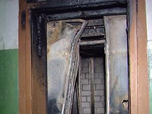 Два омича едва не сгорели в лифте многоэтажки у ДК «Звездный»