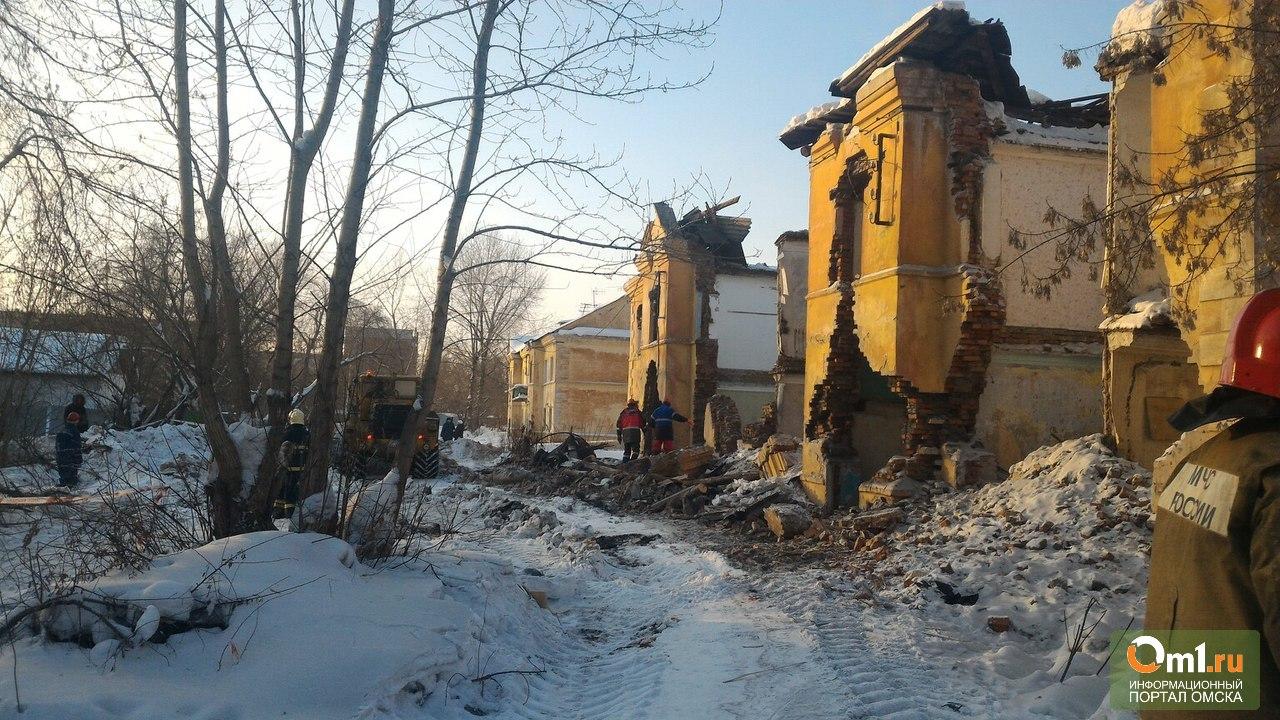 ВОмске обвалился аварийный двухэтажный дом