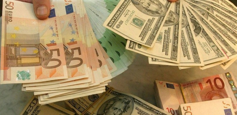 Курс валют: доллар и евро выросли к рублю на открытии торгов