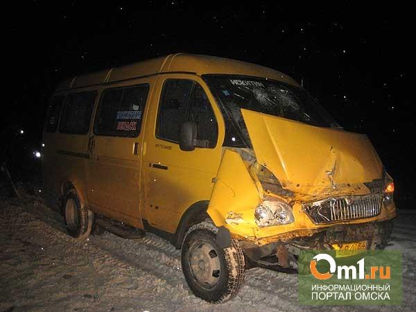 В Омске маршрутка столкнулась с двумя легковыми автомобилями