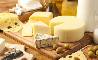 В Омске на 3-м разъезде продавали просроченный сыр и масло