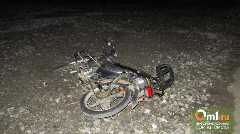 В Омской области водитель грузовика сбил подростков на мопеде
