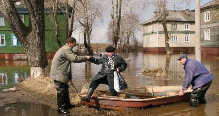 Омск к паводку готов: городские службы запаслись трапами и мешками с песком