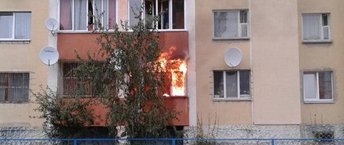 Тушили сами: жильцы омской пятиэтажки потушили пожар в доме