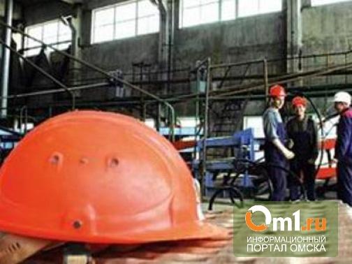 В Омской области на разнорабочего упали металлические ворота