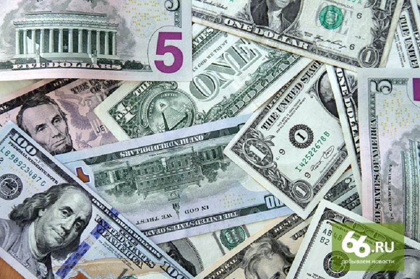 Рубль крепнет вслед за нефтью: доллар упал ниже 51, евро стоит 56,6