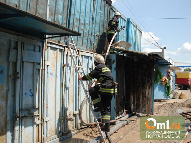 В Омске на Левобережье горел контейнер с одеждой