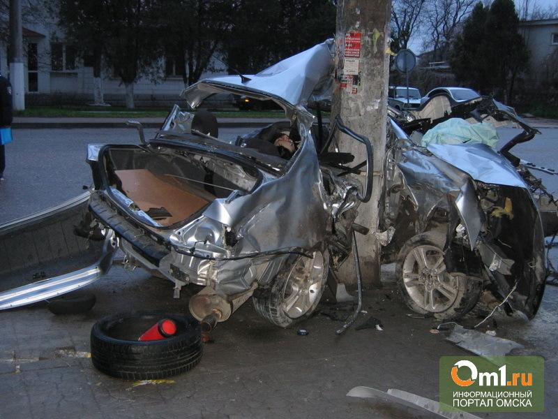 В Омске начинающий водитель сбил рекламный щит