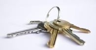 Выпускники омских детских домов получили ключи от квартир
