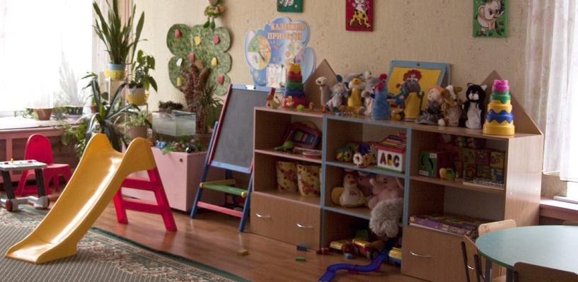 Воспитатели не видели: в Омске мальчик получил перелом бедра в детском саду