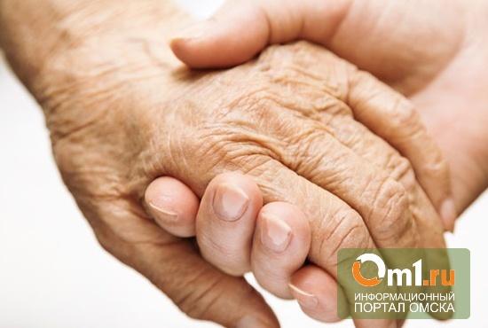 В Омской области соцработник помогала по дому мертвой бабушке