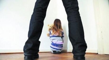 В Омской области отчим полгода насиловал 15-летнюю падчерицу