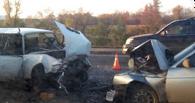 В Омске у Ленинградского моста в лоб столкнулись два «ВАЗа»