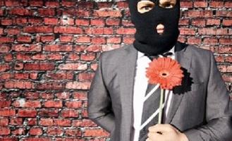 Объявленный в розыск любовник замужней омички обокрал ее на 54 тысячи рублей