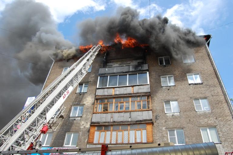 В Омске ночью из горящей девятиэтажки спасены 46 человек