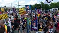 Американцы вышли на митинг в поддержку информатора WikiLeaks