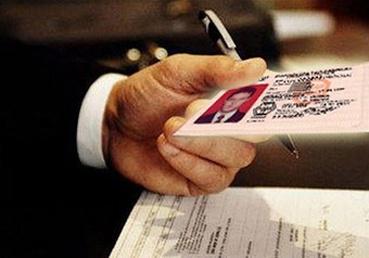 В Омске будут судить полицейского, распечатавшего права на домашнем принтере