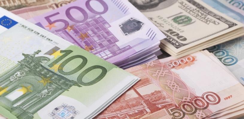 Курс валют: биржевой курс доллара преодолел отметку в 76 рублей