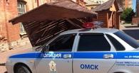 Соцсети: автомобиль ГИБДД снес киоск в «Омской крепости»