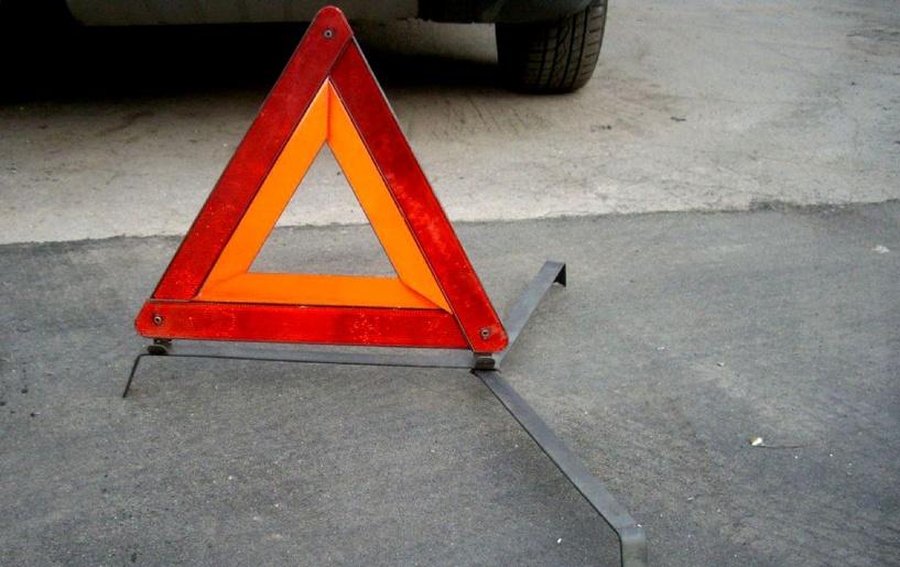 Лобовая авария с грузовиком под Омском: погиб водитель иномарки