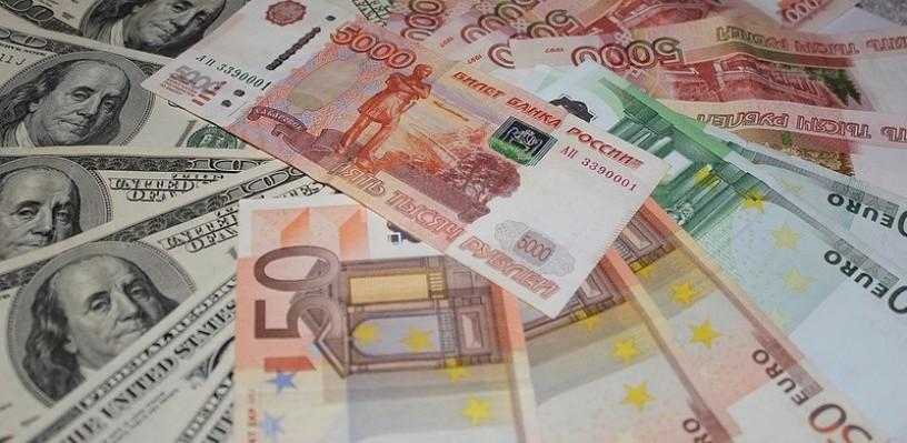 Курс валют: стоимость рубля незначительно меняется на бирже