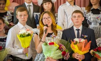 Мэр Омска на «последнем звонке» пожелал выпускникам оставаться максималистами