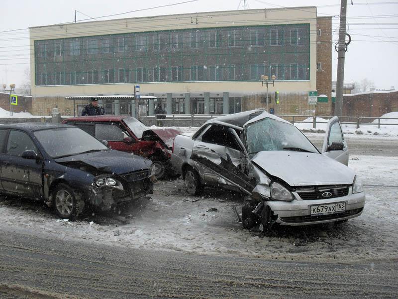 В ДТП с тремя машинами на Лукашевича попали две девочки
