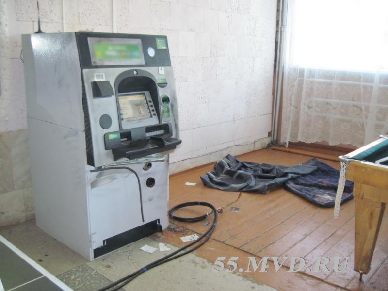 Два омича вскрывали банкомат сваркой, пока за ними наблюдала онлайн-камера