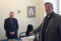 Милонов пообещал молиться за Стивена Фрая