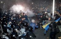 В Киеве при разгоне Евромайдана пострадали десятки человек