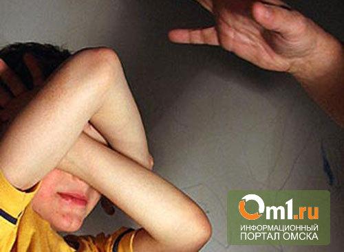 В Омске 24-летний отчим избил пасынка за плохое поведение в школе