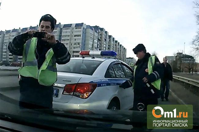 Полицейский подал в суд на омича, снимавшего его на видео