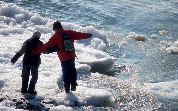 В Омске дети чуть не провалились под лед Иртыша