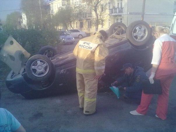 В Омске пьяный таксист устроил аварию
