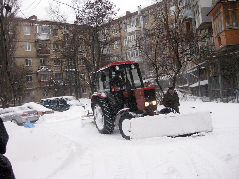 Мэр потребовал вывезти с территории Омска 550 тысяч тонн снега