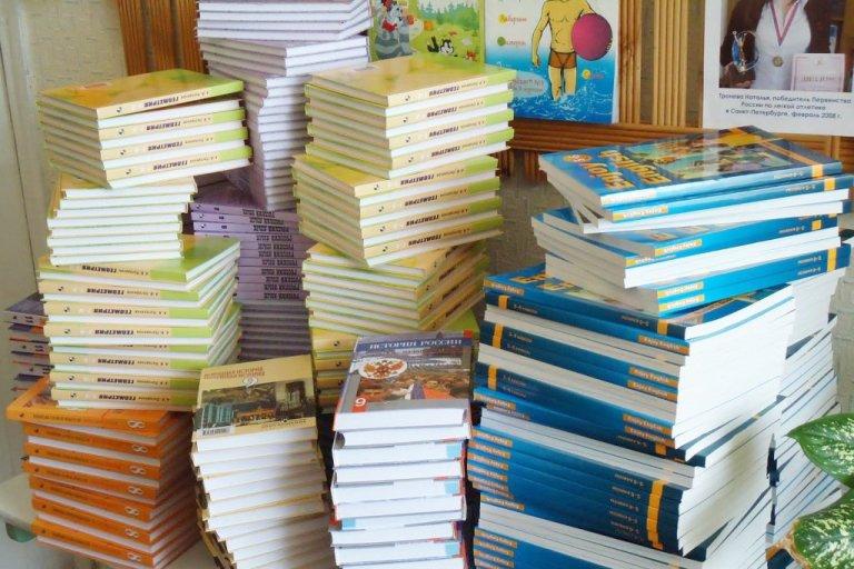 Более 200 млн рублей потратят в Омске на школьные учебники