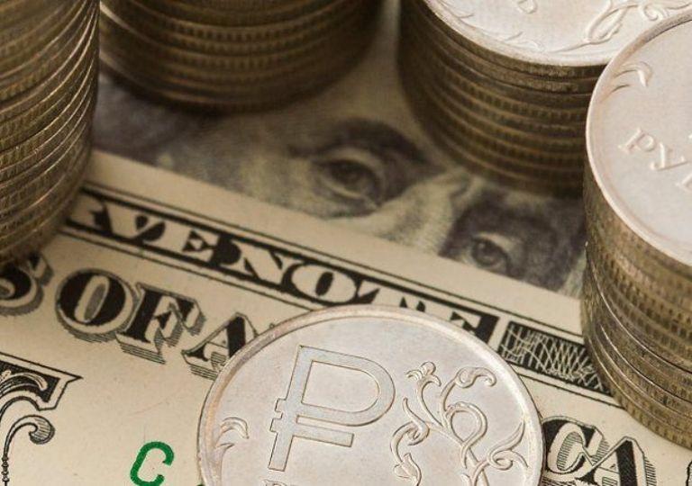 В августе доллар подберется к отметке в 70 рублей