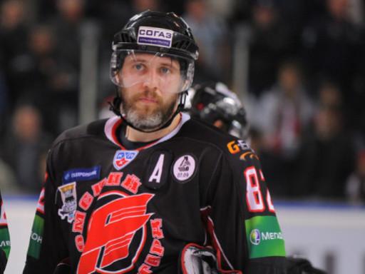 Экс-капитан «Авангарда» Фролов завершил карьеру хоккеиста