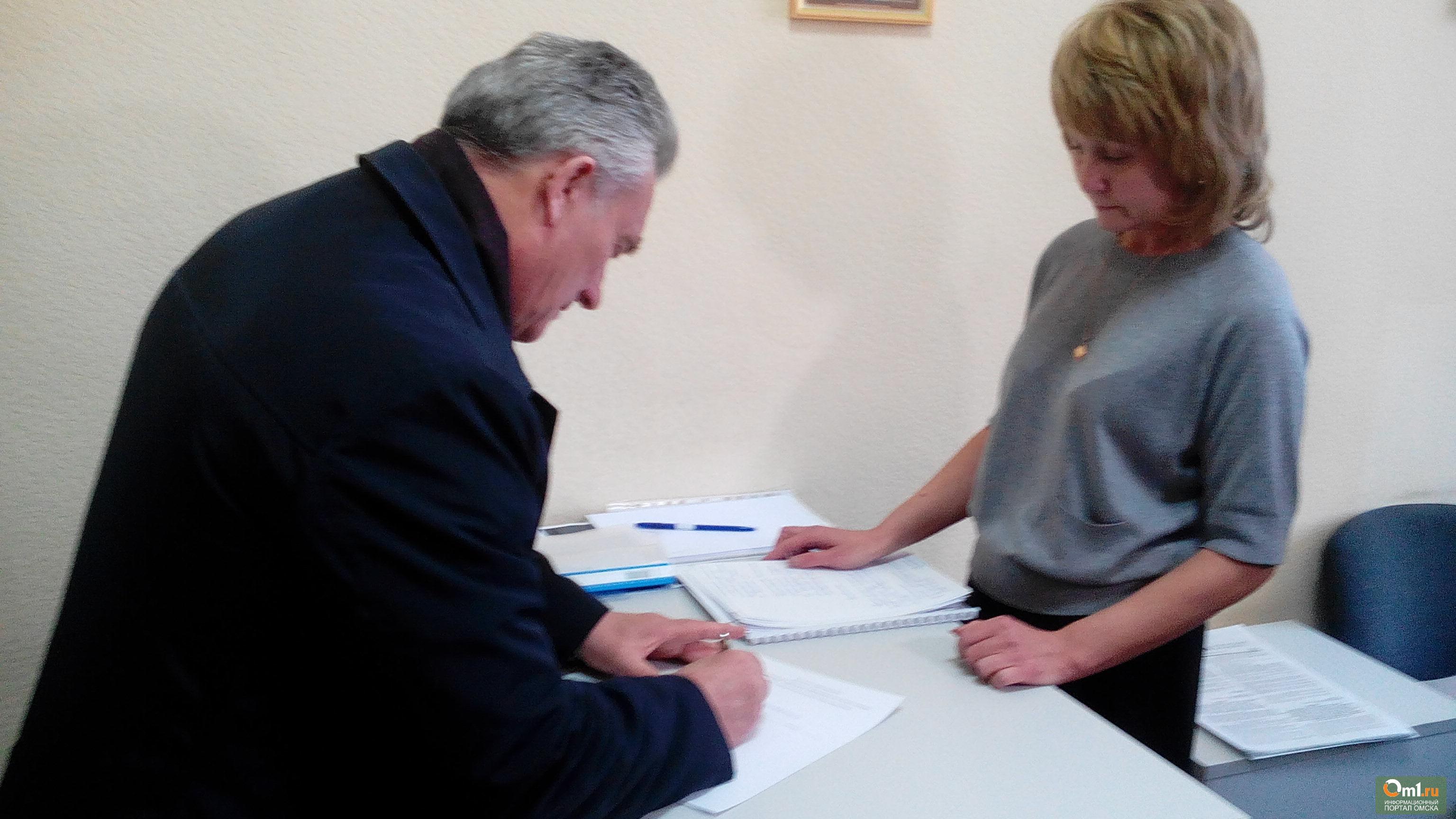 Гребенщиков привез документы вкомиссию повыборам главы города Омска