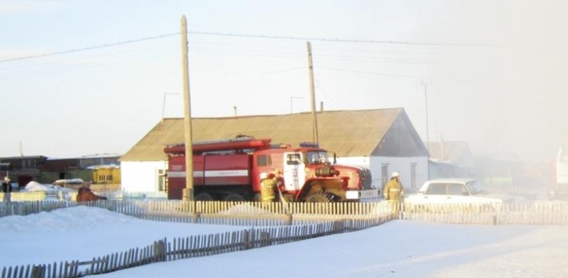 В Омской области из-за непотушенной сигареты чуть не сгорело два дома