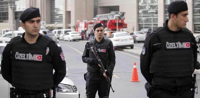 В Стамбуле под эстакадой взорвалась бомба: пострадали четыре человека