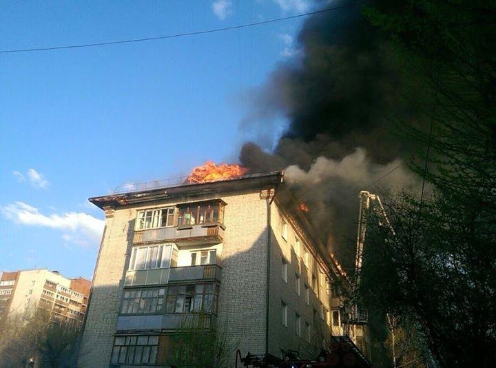 В Омске загорелась жилая пятиэтажка