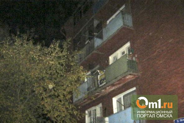 В Омске на пожаре в жилой пятиэтажке в Чкаловском погибли отец с сыном
