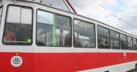 В Омске под трамвай попала женщина