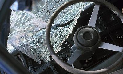 В Омске пьяный водитель врезался в пассажирский автобус