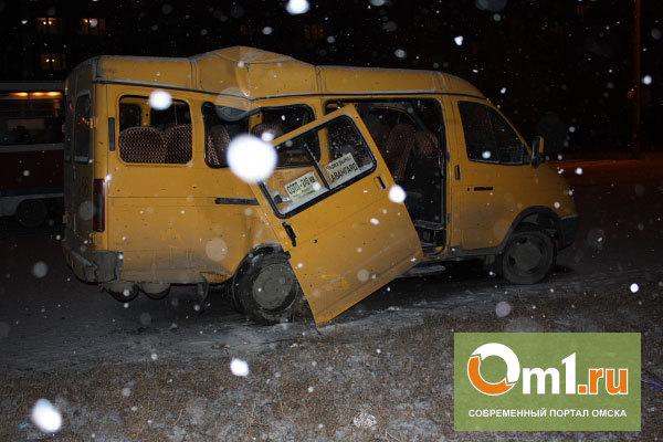 В Омске пассажирская «ГАЗель» столкнулась с иномаркой